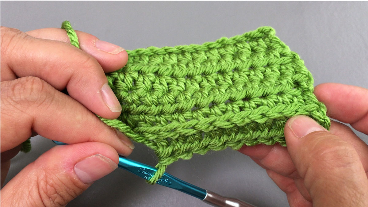 Quick Stitches & Tips: Half Double Crochet Back Bar: Working in Rows