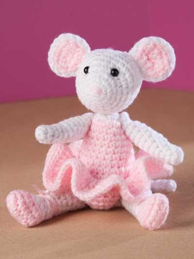 Lisa the crochet mouse - A free crochet pattern. Yarnhild.com   533x400