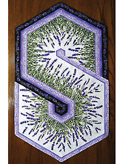 Lavender Market Triangle Frenzy Swirtl Table Runner Kit