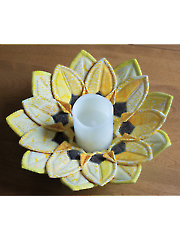 Fold'n Stitch Sunflower Table Topper Pattern