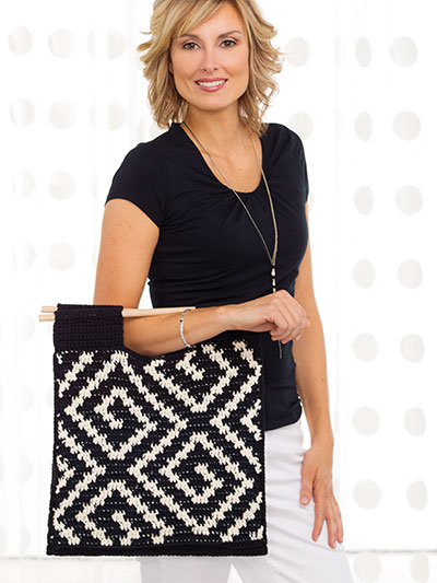 Crochet a black and white tote pattern for summer