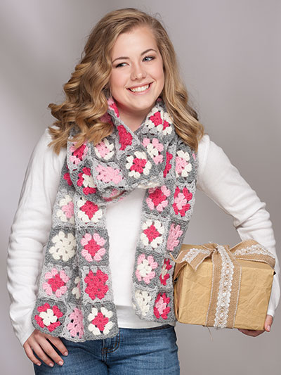 Crochet a beautiful granny square scarf pattern