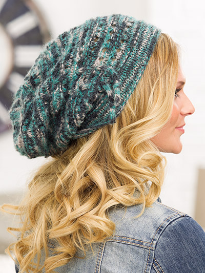 Slouchy hat knitting pattern for autumn in variegated colors of yarn