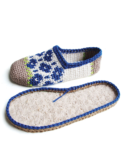 Crochet a pair of outdoor slippers