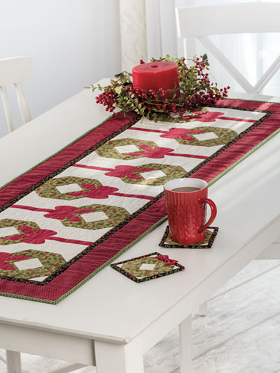 EXCLUSIVELY ANNIEu0027S QUILT DESIGNS: Holiday Wreath Table Runner Pattern