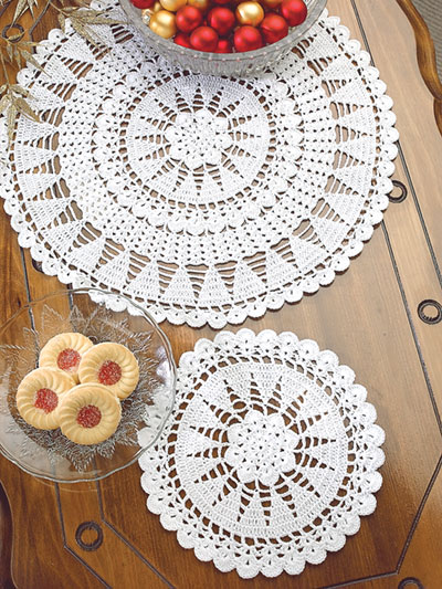 Seasonal Crochet Patterns Christmas Trees Doily Set Crochet Pattern