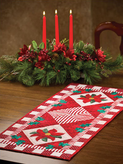Merveilleux Poinsettia U0026 Holly Table Runner Pattern
